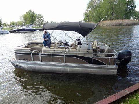 2014 Used Bennington 22 Ssx Pontoon Boat For Sale