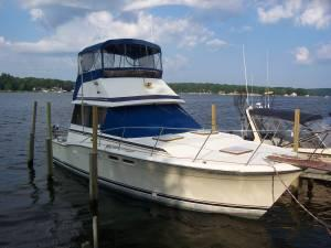 "Sports Fishing Boats | 1986 32'0"" Trojan F-32 Flybridge"