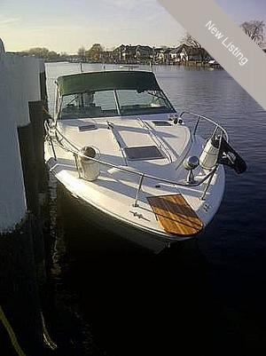 "Express Cruiser | 1989 30'0"" Sea Ray 300 Weekender"