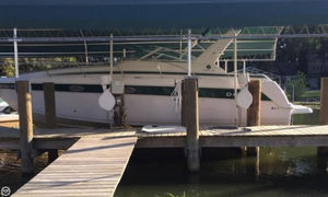 Used Donzi 3250 LXC Express Cruiser Boat For Sale