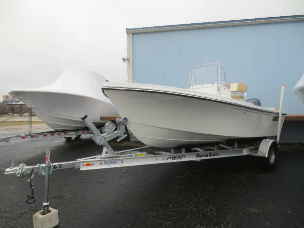 2017 new parker boats 1801 center console center console for Fishing boats for sale in ohio