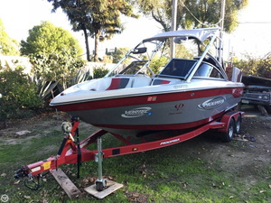Used Moomba Mobius XLV GG Edition Ski and Wakeboard Boat For Sale