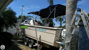Used Pursuit 2600 Walkaround Fishing Boat For Sale