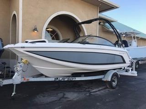 Used Larson 190LXH Cruiser Boat For Sale