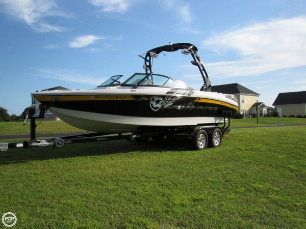 Used Correct Craft Super Air Nautique 230 Team Edition Ski and Wakeboard Boat For Sale