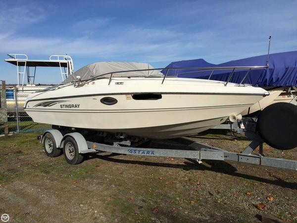 Used Stingray 220 CS Cruiser Boat For Sale