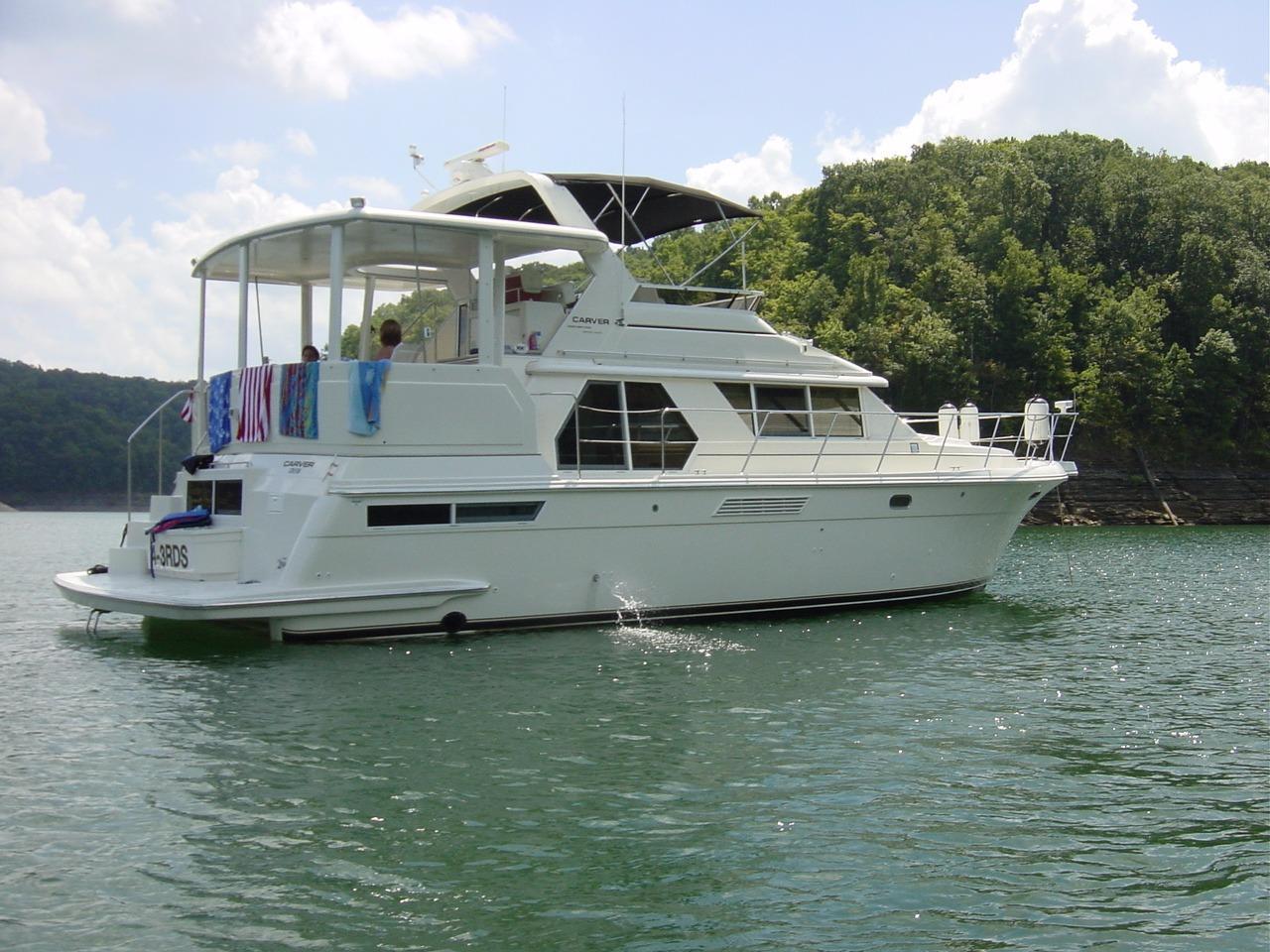 1998 Used Carver 445 Aft Cabin Motor Yacht Aft Cabin Boat