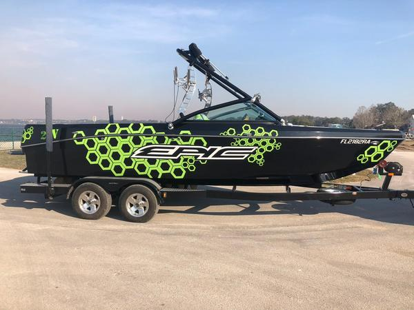 Used Epic 23V Ski and Wakeboard Boat For Sale