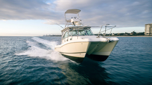 Used World Cat 320 EC Power Catamaran Boat For Sale