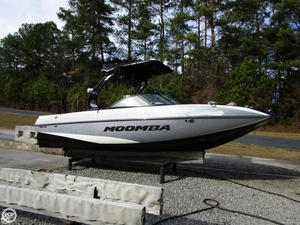Used Moomba Mojo 23 Ski and Wakeboard Boat For Sale