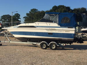 Used Regal Anbassador 255XL Cuddy Cabin Boat For Sale
