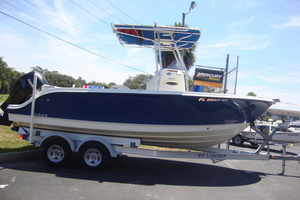 Used Trophy 2103 CC Center Console Fishing Boat For Sale