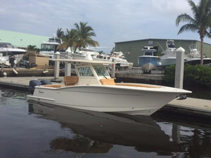 Used Scout 300 LXF Sports Fishing Boat For Sale