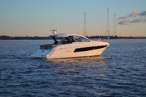 Used Cruisers Yachts 390 Express Coupe Sports Cruiser Boat For Sale