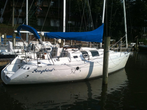 Used Beneteau First 32S5 Racer and Cruiser Sailboat For Sale