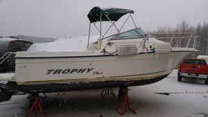 Used Trophy 2052 Walkaround Cruiser Boat For Sale
