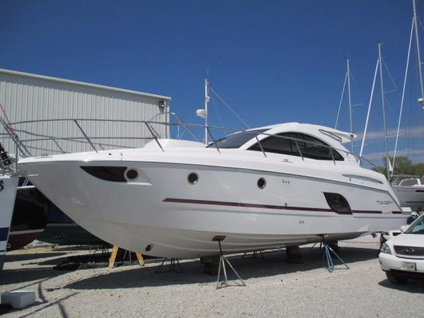 New Beneteau Gran Turismo 44 Express Cruiser Boat For Sale