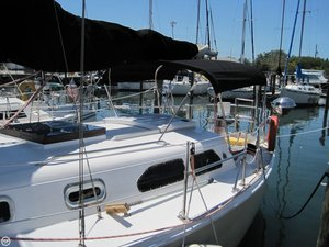 Used Ericson Yachts 32 Racer and Cruiser Sailboat For Sale