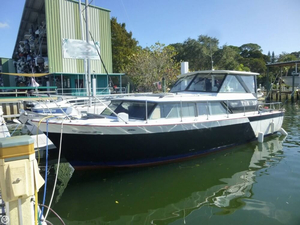 Used Chris-Craft 31 Commander Cruiser Boat For Sale