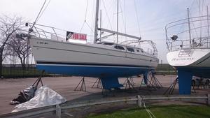 Used Hunter 426 Deck Saloon Sloop Sailboat For Sale
