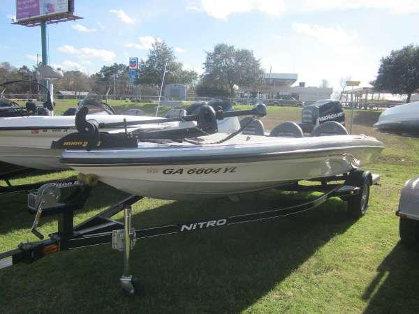 Used Nitro X-5 Ski and Fish Boat For Sale