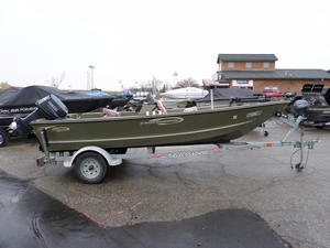 Used Triumph 17 Expedition Aluminum Fishing Boat For Sale
