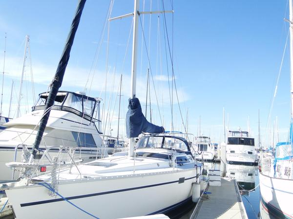 Used Hunter 43 Legend Racer and Cruiser Sailboat For Sale