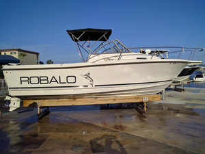 Used Robalo 2140 walk around Walkaround Fishing Boat For Sale