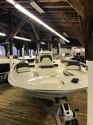 New Stingray 206 CC Deck Boat For Sale