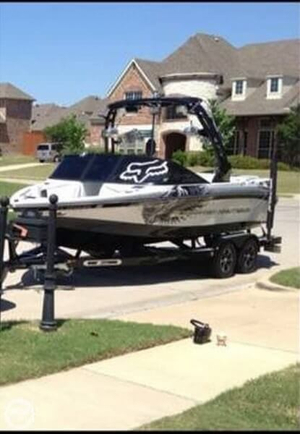 Used Correct Craft 210 Ski and Wakeboard Boat For Sale
