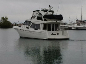 Used Navigator 5000 Classic Flybridge Boat For Sale