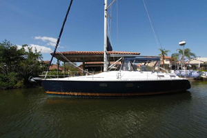 Used Hunter 42 Center Cockpit Sailboat For Sale