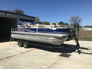 Used Sun Tracker Fishin Barge 22 DLX Pontoon Boat For Sale
