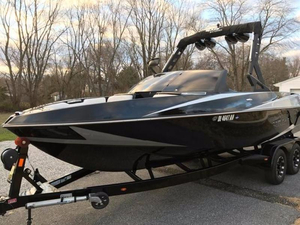 Used Axis Wake Research Core Series T22 Ski and Wakeboard Boat For Sale
