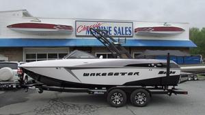 Used Malibu Boats Wakesetter 22 VLX Ski and Wakeboard Boat For Sale