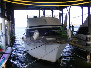 Used Chris-Craft Commander Express Cruiser Boat For Sale