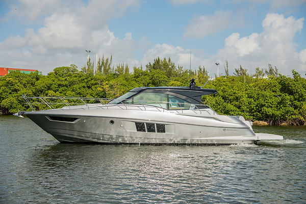 New Cruisers Yachts Cantius Sports Cruiser Boat For Sale