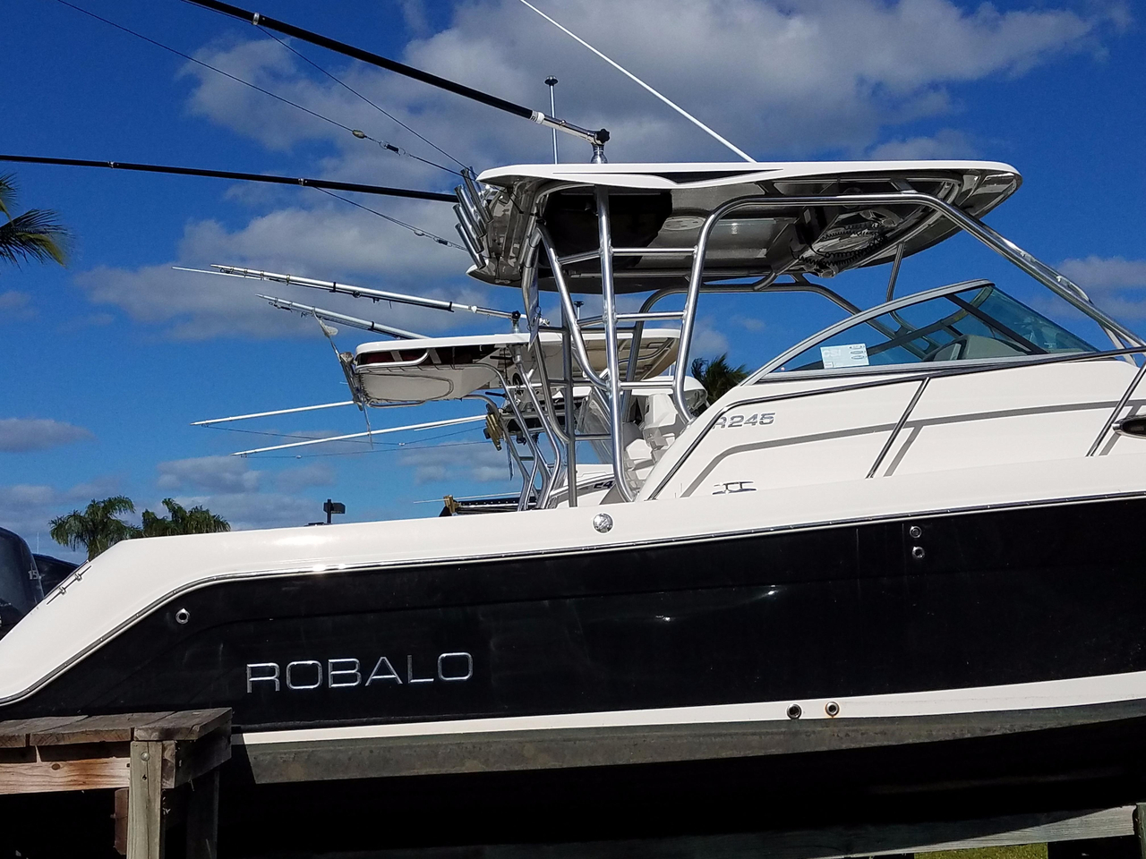 2013 used robalo r245 walkaround fishing boat for sale for Fishing boats for sale by owner