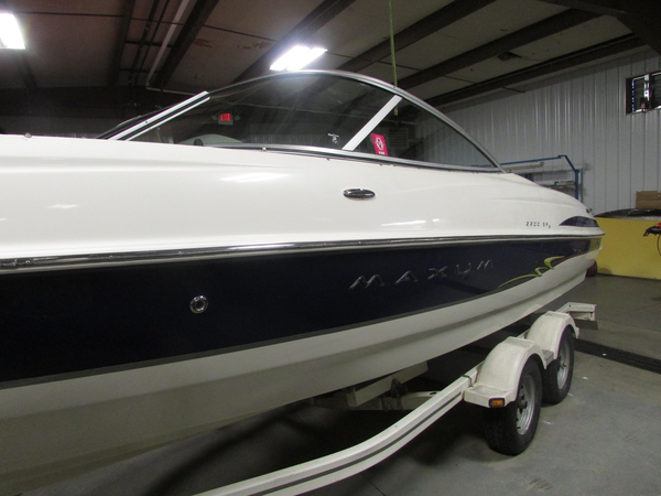 Used Maxum 2200 SR3 Ski and Wakeboard Boat For Sale