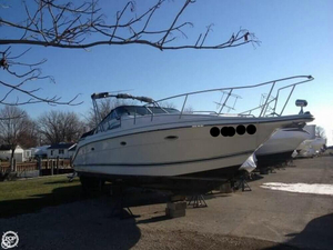 Used Rinker Fiesta-Vee 300 Express Cruiser Boat For Sale