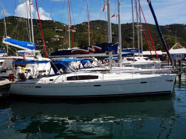 Used Beneteau Oceanis 43 Racer and Cruiser Sailboat For Sale