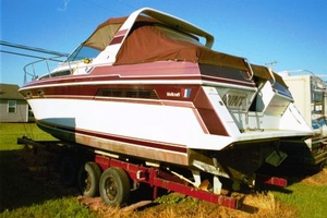 Used Wellcraft 3200 ST. Tropez With Trailer Express Cruiser Boat For Sale