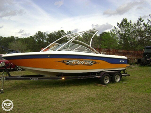 Used Moomba Mobius XLV 23 Ski and Wakeboard Boat For Sale