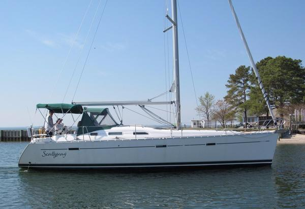 Used Beneteau 393 Racer and Cruiser Sailboat For Sale