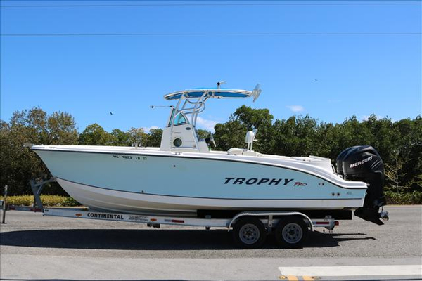 Used Trophy 2503 Center Console Fishing Boat For Sale