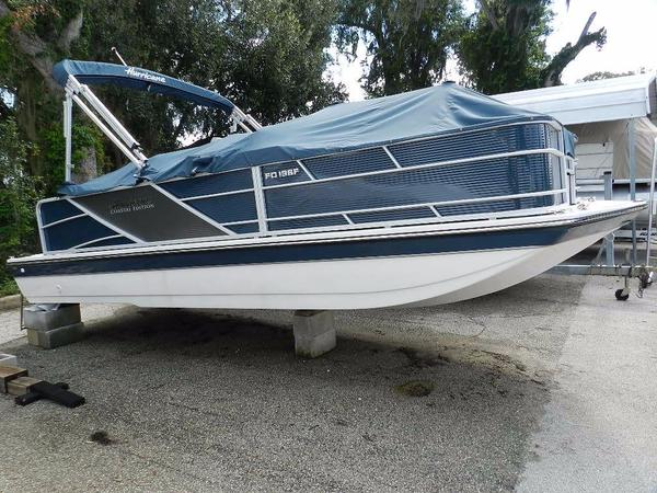 New Hurricane FunDeck 196 Deck Boat For Sale