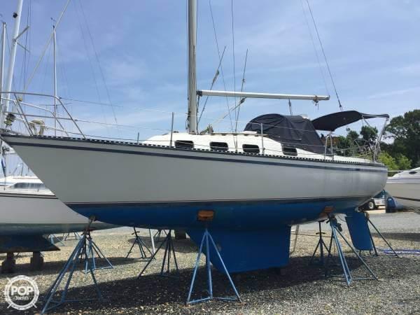 Used Lancer Yachts 30 Racer and Cruiser Sailboat For Sale
