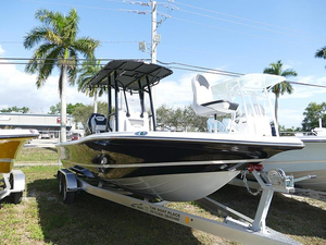 New Epic 25 SC Silver/Black #A13 Bay Boat For Sale