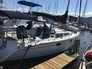 Used Hunter 33.5 Racer and Cruiser Sailboat For Sale