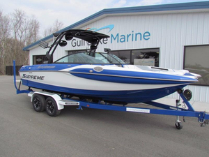 Used Supreme Boats S226 Ski and Wakeboard Boat For Sale